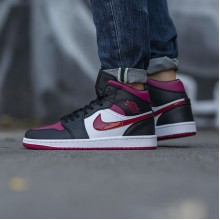 "Jordan 1 Mid ""Bred Toe"" Noble Red"