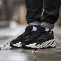 "Yeezy Boost 700 V2 ""Black"""
